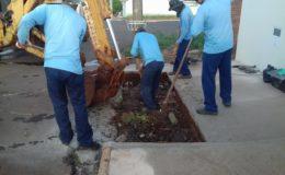 Equipes da Prefeitura trabalham na limpeza de bocas de lobo